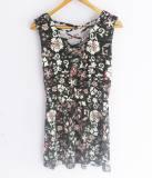 Vestido negro con estampado de flores (#33THRIFTSHOP)