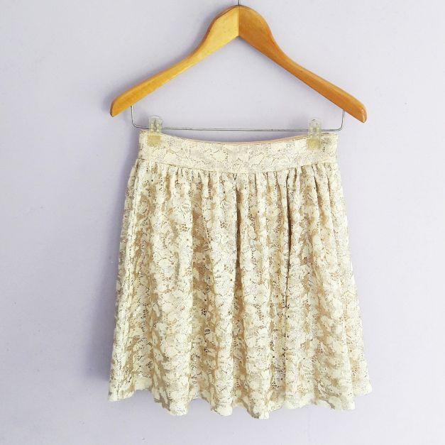 falda de encaje y lentejuelas