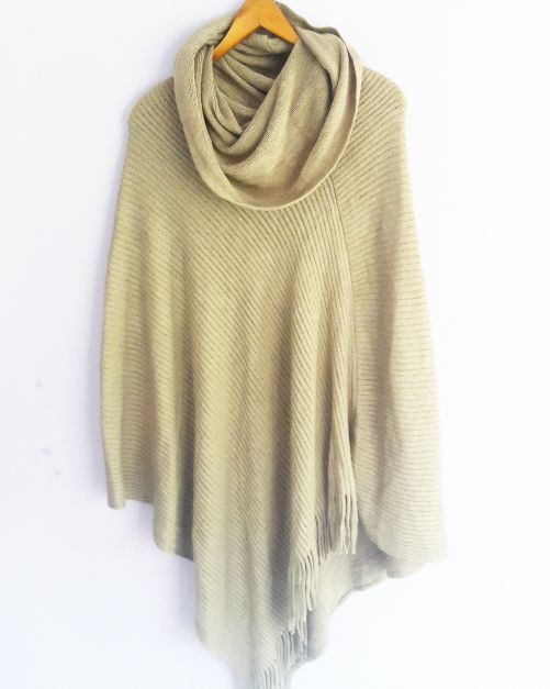 Poncho color beige (#33THRIFTSHOP)