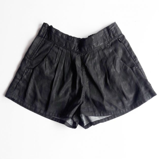 Short de piel negro Levis (#33THRIFTSHOP)