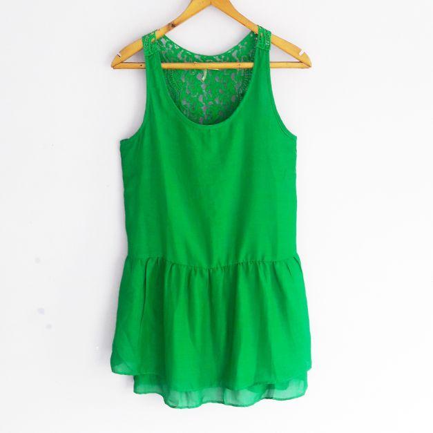 Vestido verde con encaje en la espalda (#33THRIFTSHOP)