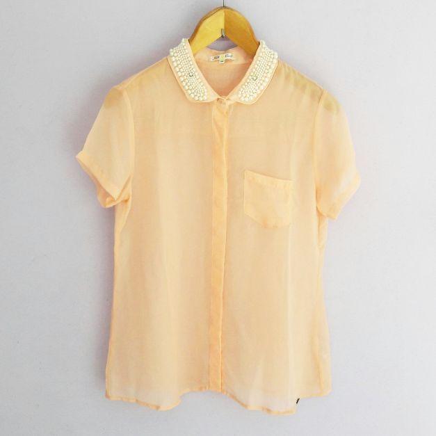 Blusa melón con pedrería en el cuello (#33THRIFTSHOP)