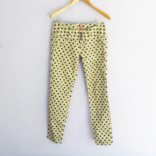jean beige con estampado de bolas
