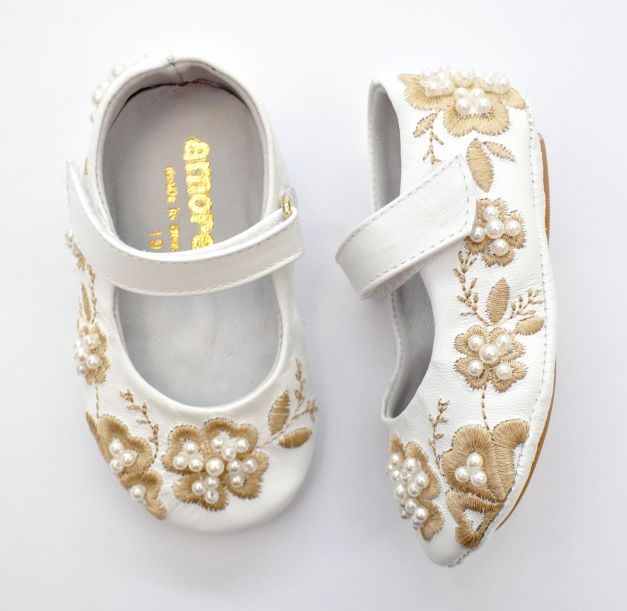 WHITE EMBROIDERY FLOWERS