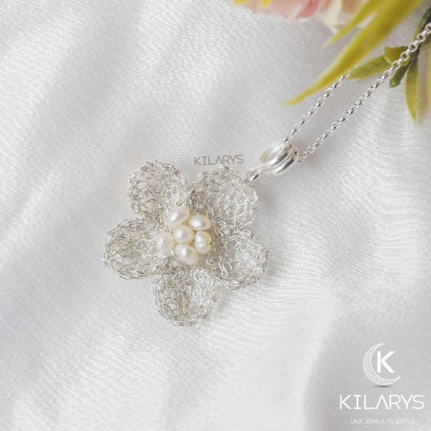 Collar de plata flor perlada