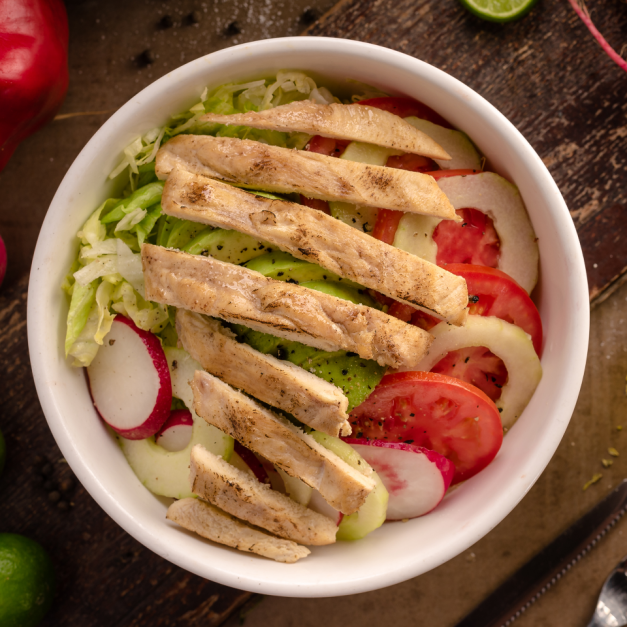 Ensalada Fresca con Filete Pollo