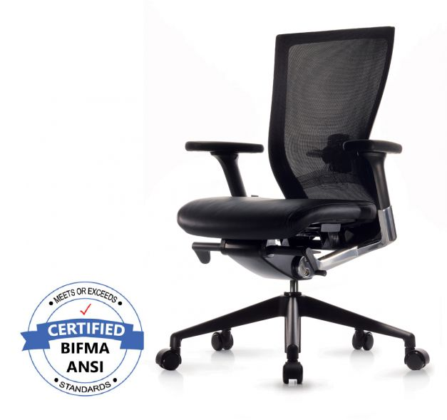Silla T50 black ergonómica, asiento en cuero y base negra.