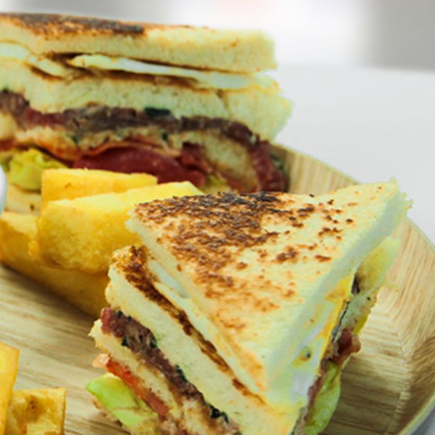 BURGER CLUB SANDWICH